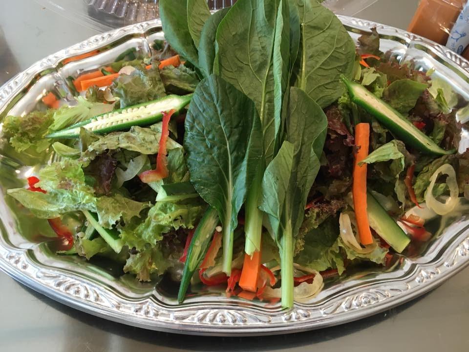 季節の横浜野菜自家製ドレッッシングサラダ例1